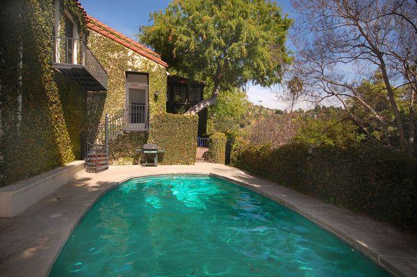 2300 Hollyridge  pool