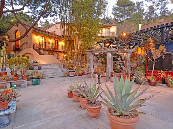 2341 E. Live Oak garden