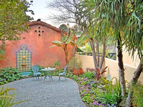 2341 E. Live Oak side garden